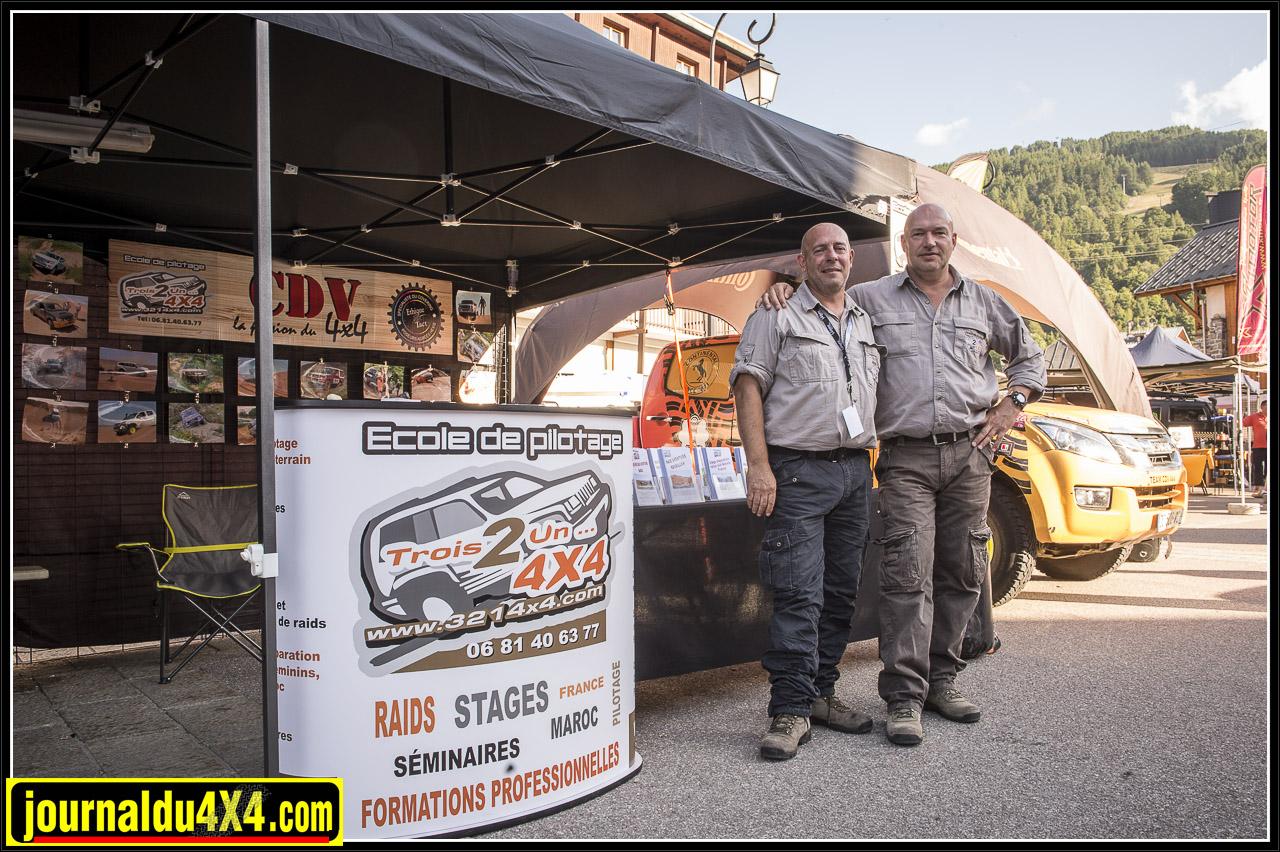 stages de conduite et de navigation avec  la navigatrice gagnante du Rallye des Gazelles Syndiely Wade pour les équipages des rallyes féminins