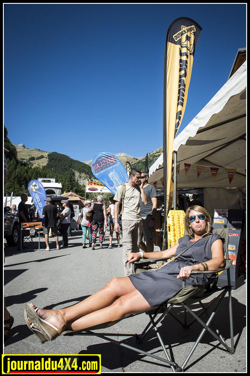 un fauteuil avec repose pieds, idéal pour se délasser au bivouac :)