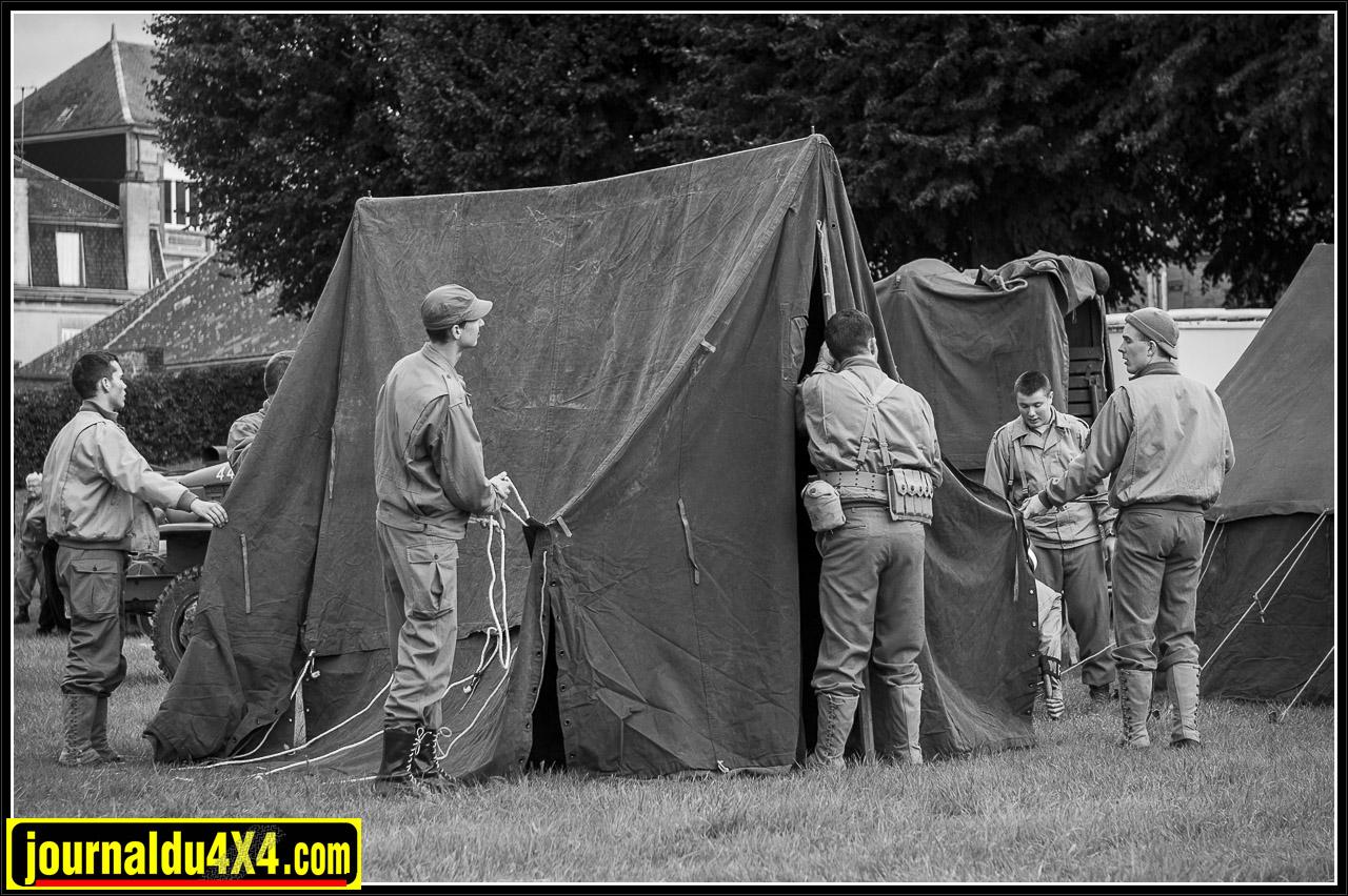 Le camp militaire s'installe