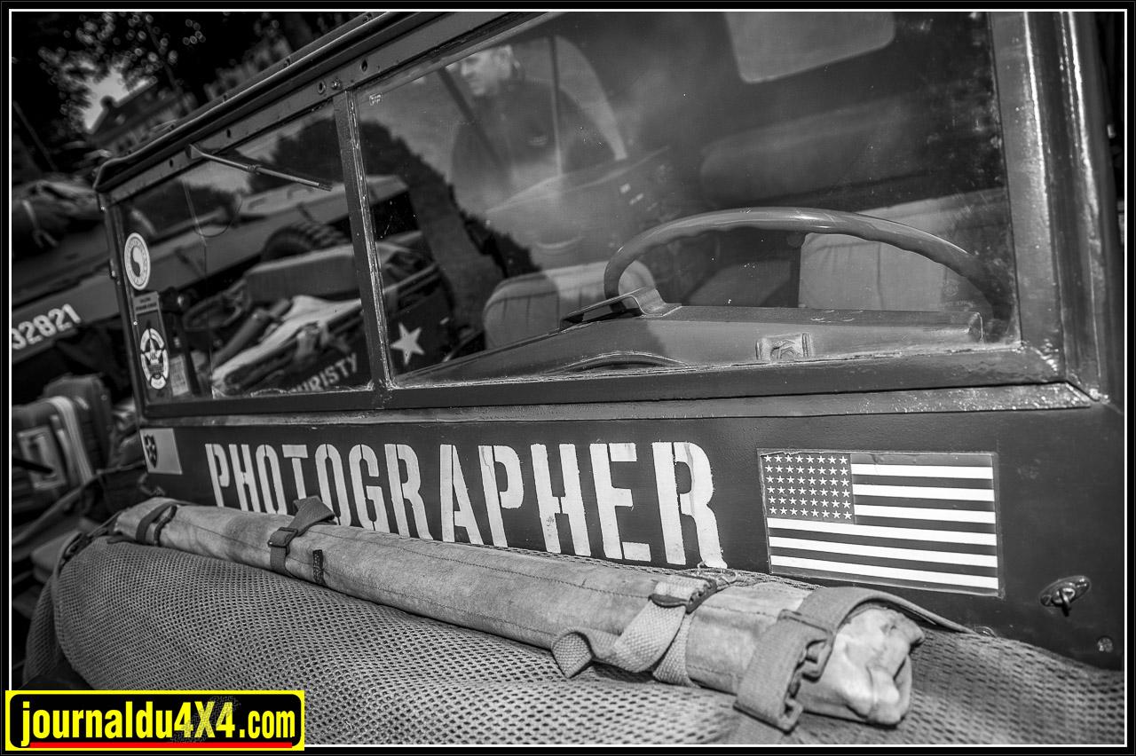 Une Jeep du service photo