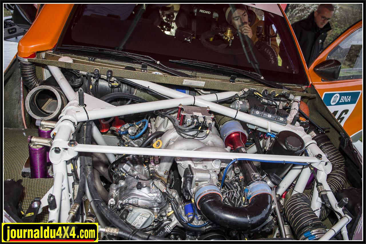 le moteur Toyota RCF 5L V8 qui équipe les Lexus ISF bien protégé dans son berceau tubulaire