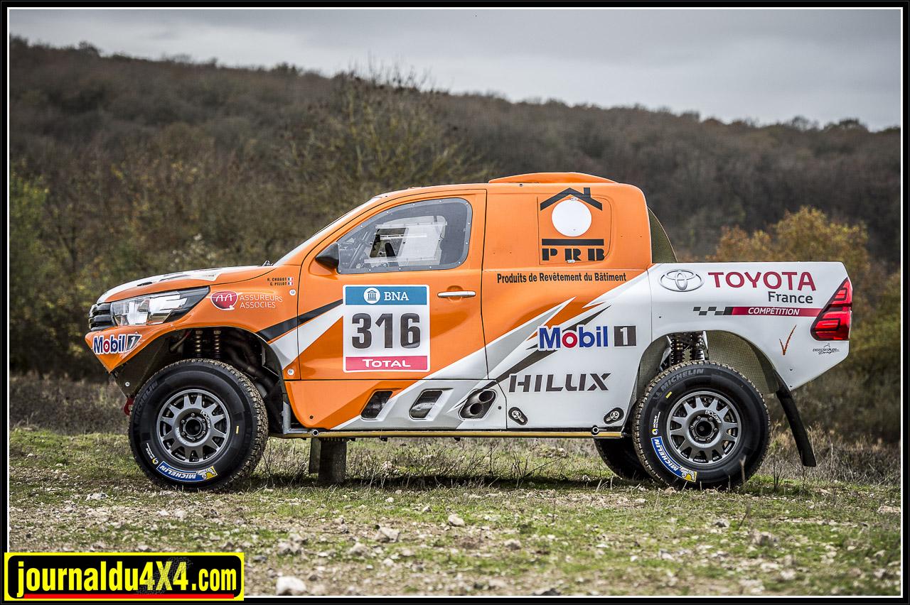 le Hilux dakar reprend la forme du nouveau Toyota hilux qui devrait bientôt apparaître en Europe