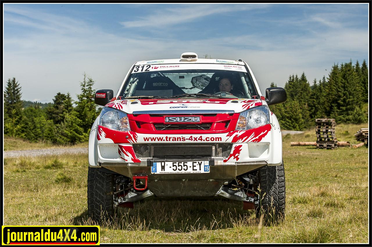 Isuzu Dmax rallye tout terrain Marion Andrieu plein gaz