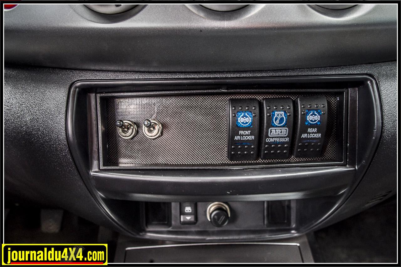 Les commandes des feux à LED, du compresseur et des blocages ARB