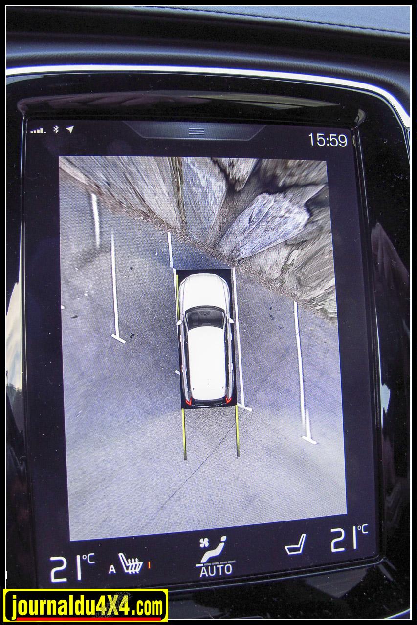 A noter enfin l'image incroyable produite pas les caméras de ce XC 90, impossible de rater un poteau bas ou un rocher.