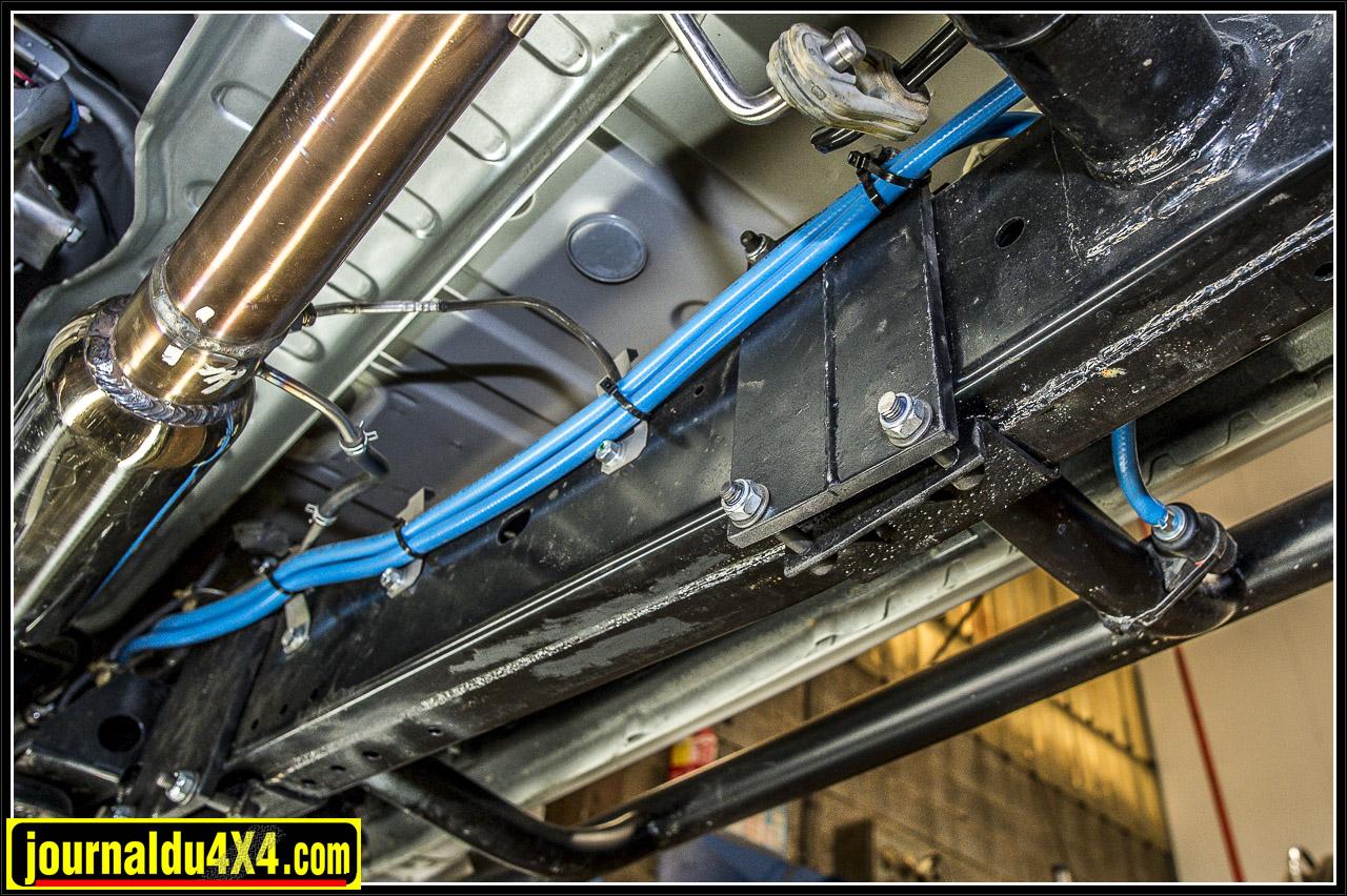ces deux flexibles pneumatioques sont branchés sur le compresseur ARB et permettent avec un mano de regonfler ses pneus après une bonne journée de TT