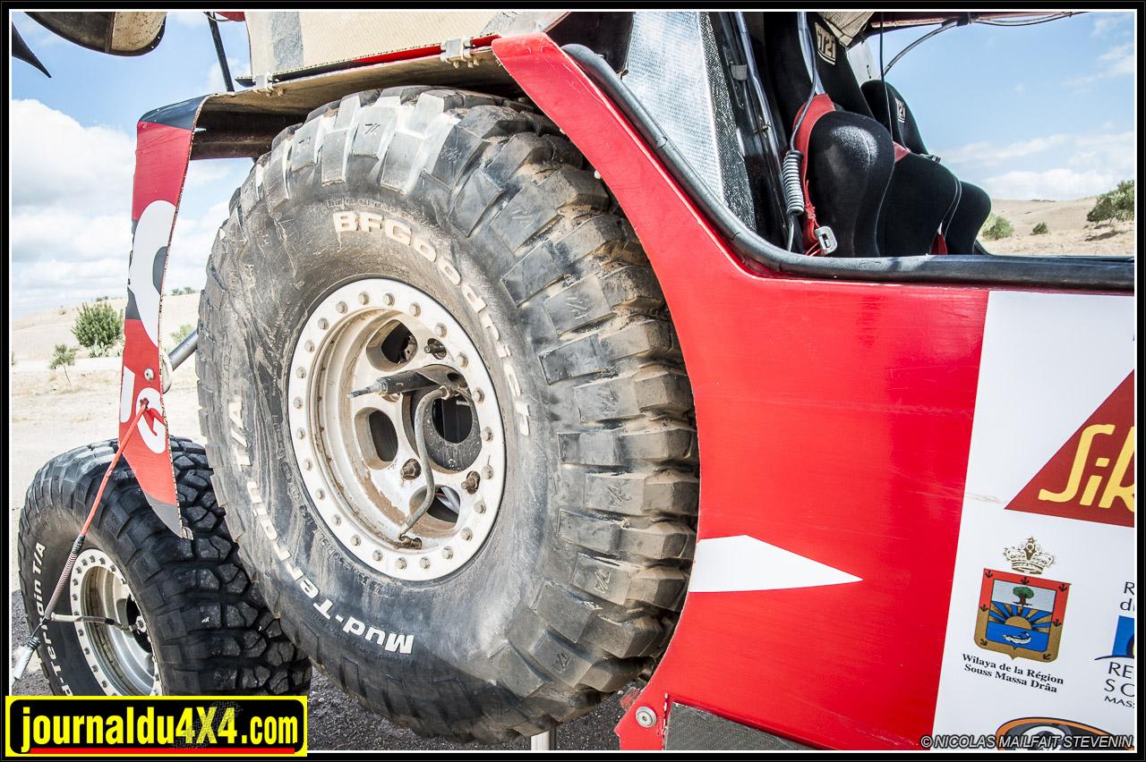 Une roue de secours de chaque côté