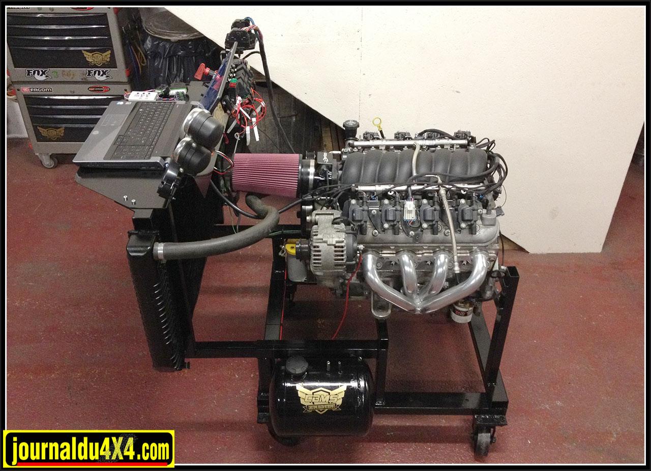 le V8 sur le banc moteur de CBMS