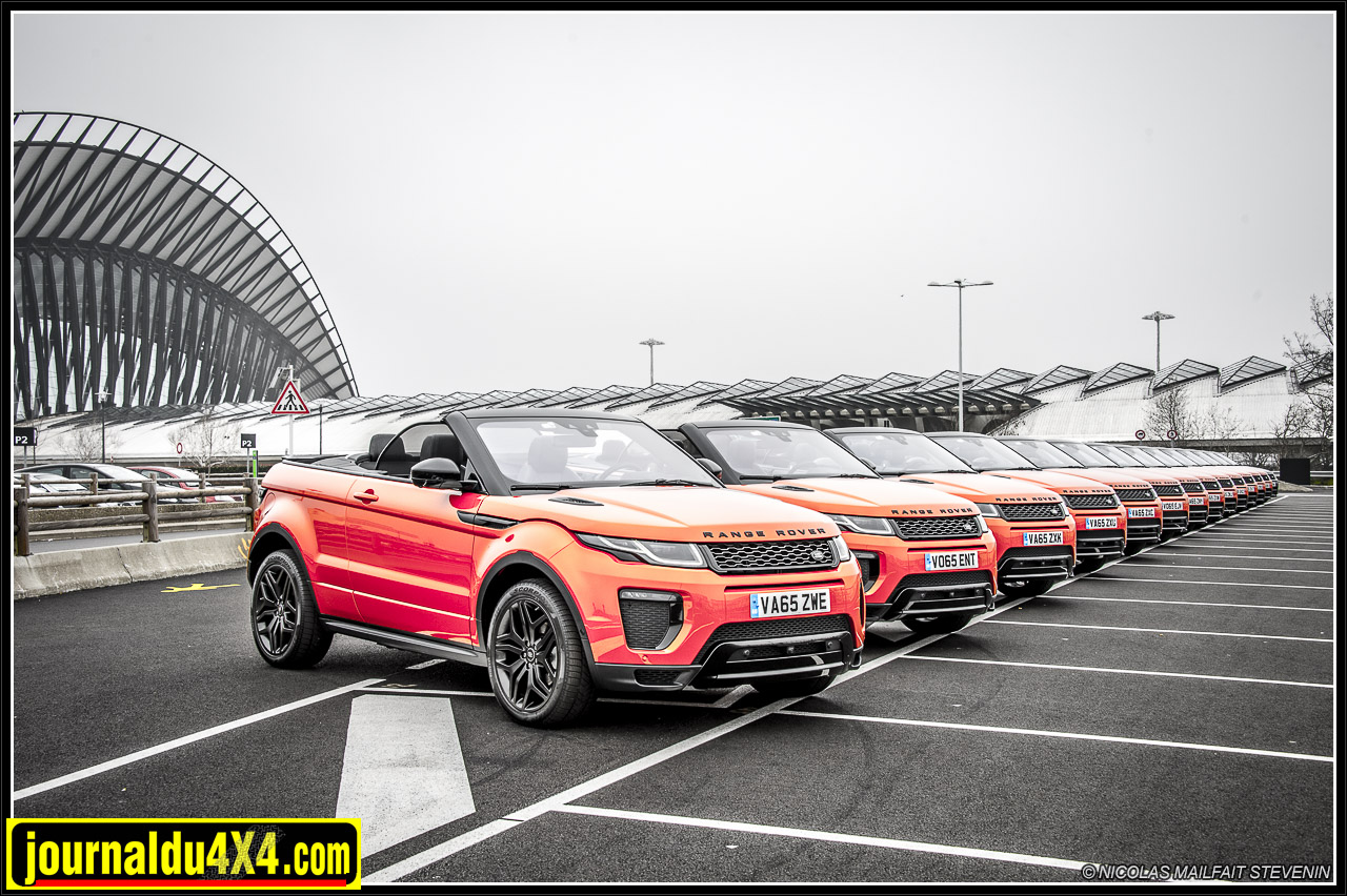 Range Rover Evoque cabriolet, alignés comme à la parade