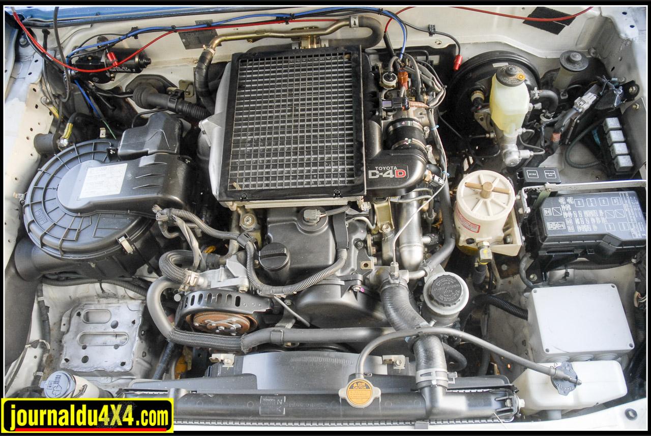 Sous le capot, le 4 cylindres D-4D diesel turbo 3,0 L (2982 cm3) reste d'origine. Il est simplement optimisé avec un boîtier Adonis Technology donné pour 228 Ch (163 Ch d'origine)  à 3600 Tr/mn et un couple de 52 mKg dès 1700 Tr/mn (35 mKg d'origine). Seule l'admission d'air est protégée par un schnorkel et le carburant filtré plus efficacement grâce à un filtre Racor FG 500. le long du tablier est installé le système d'extincteur automatique obligatoire.