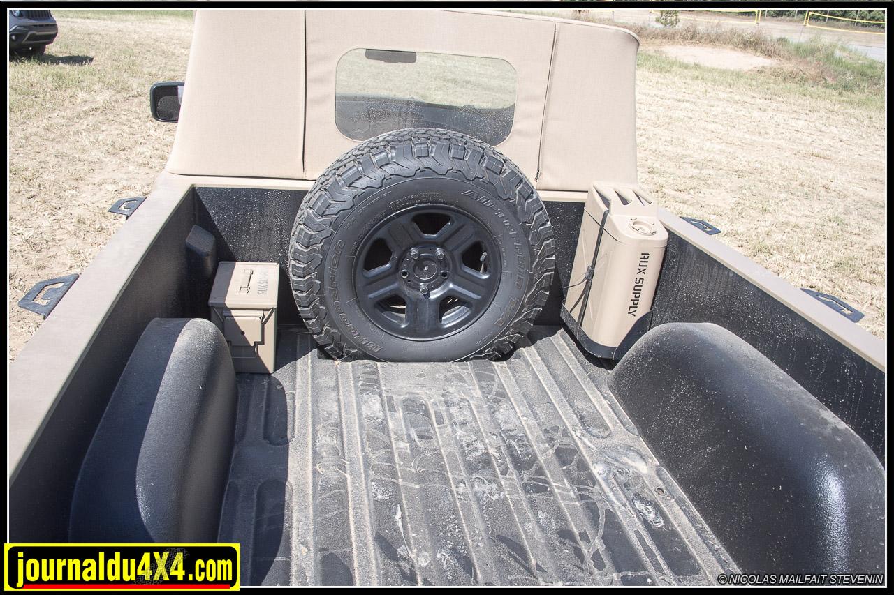 Jeep-pickup-comanche-renegade-6210.jpg