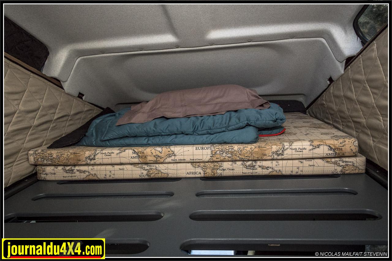 le sommier en bois ajouré permet de gagner du poids et d'apporter une ventilation sous le matelas