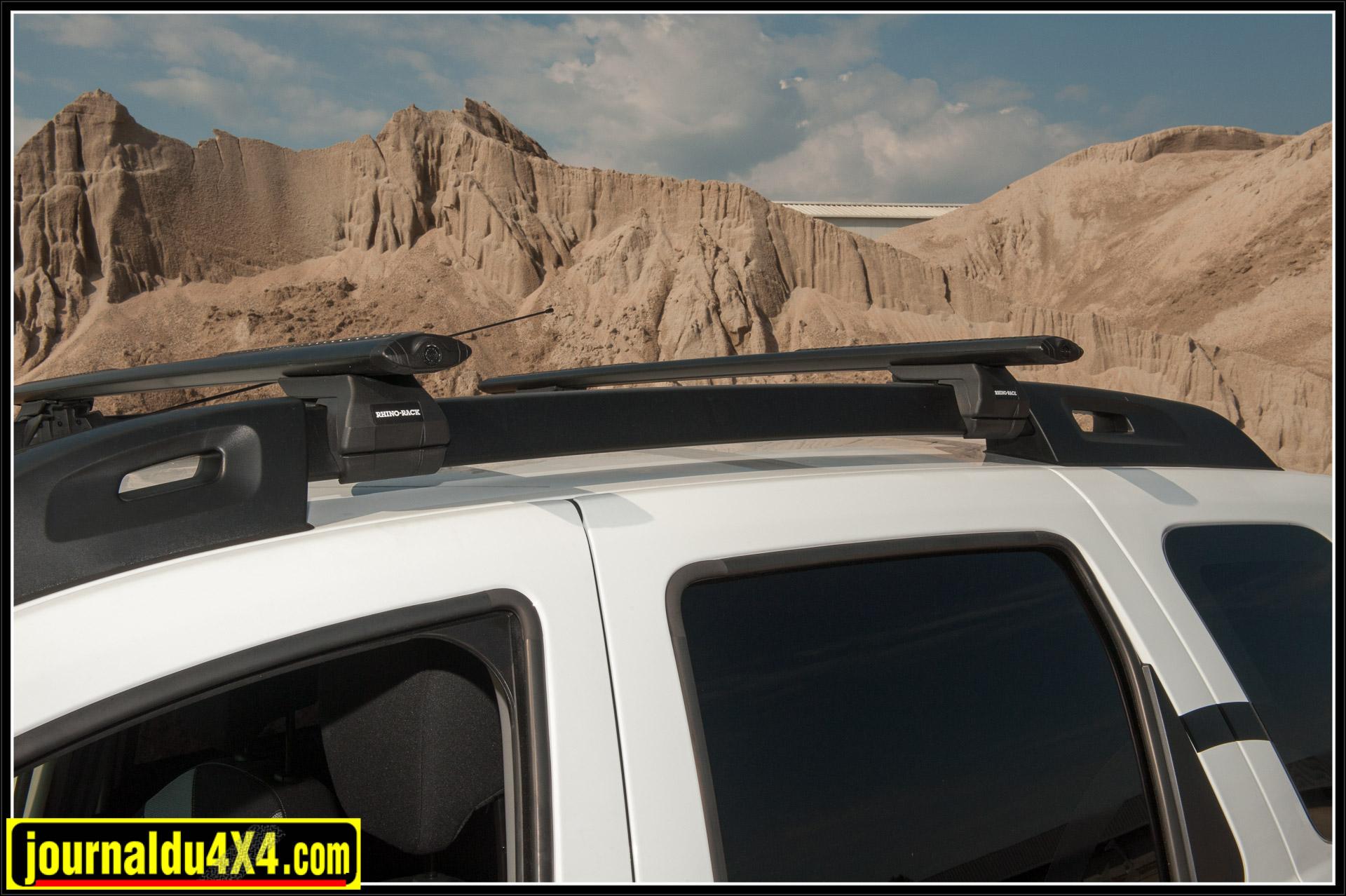 Des barres Rhino Rack ont pris place sur le toit.