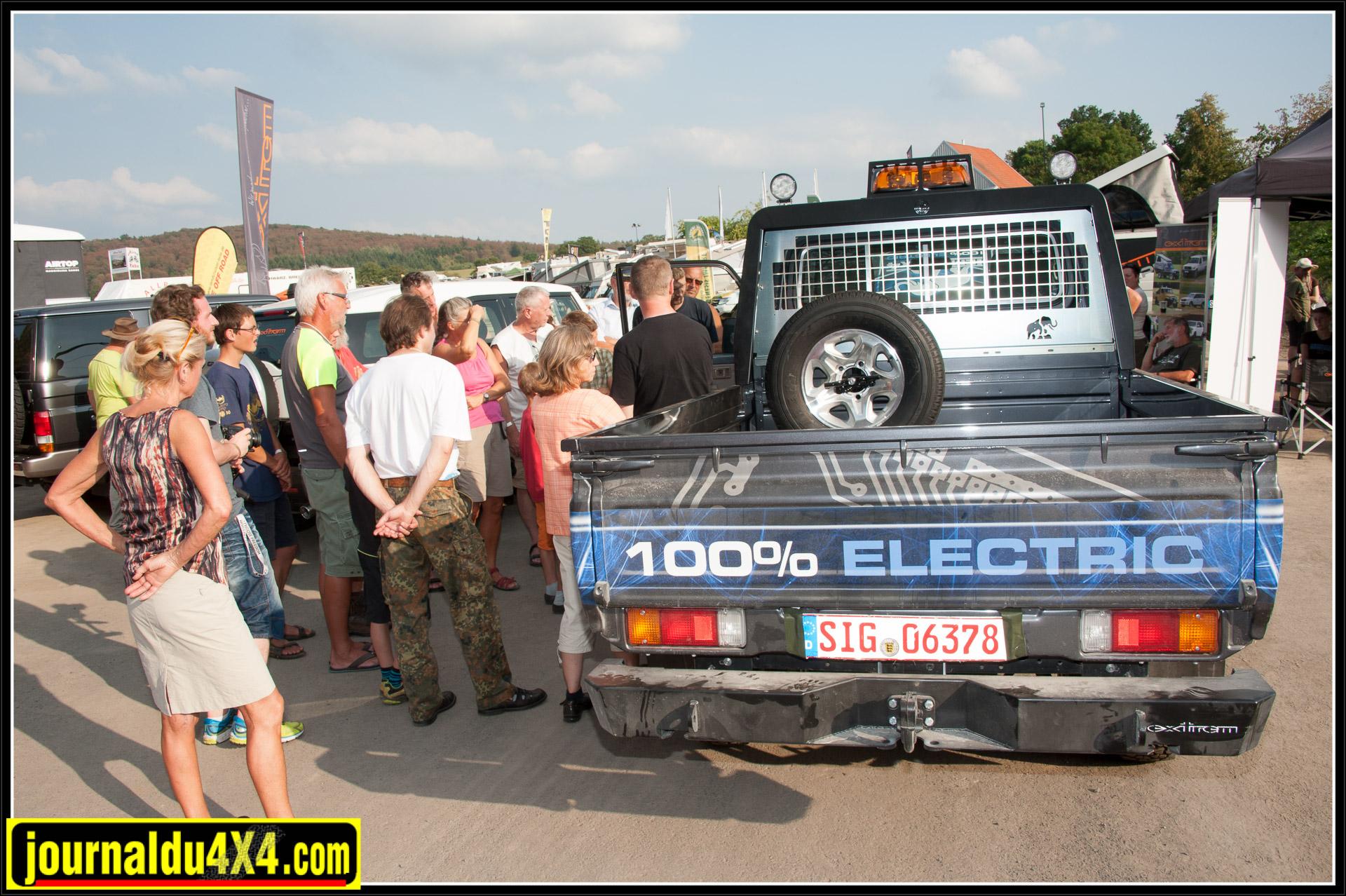 Joachim en pleine démonstration du modèle définitif du EJ 79. Un 79 dont le moteur thermique a été supprimé et remplacé par un moteur électrique et une batterie de 46kWh. Nous reviendrons plus longuement sur cet étonnant véhicule dans un prochain article.