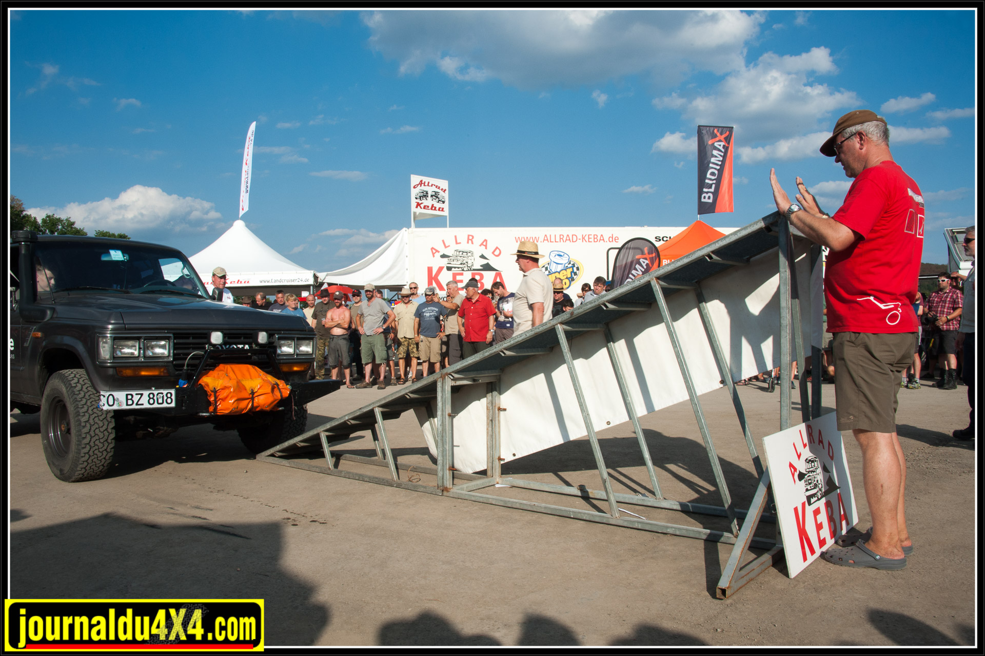 Samedi en fin d'après-midi, l'attraction principale se situe à côté du stand d'Allrad Keba, le concours de croisement de pont.