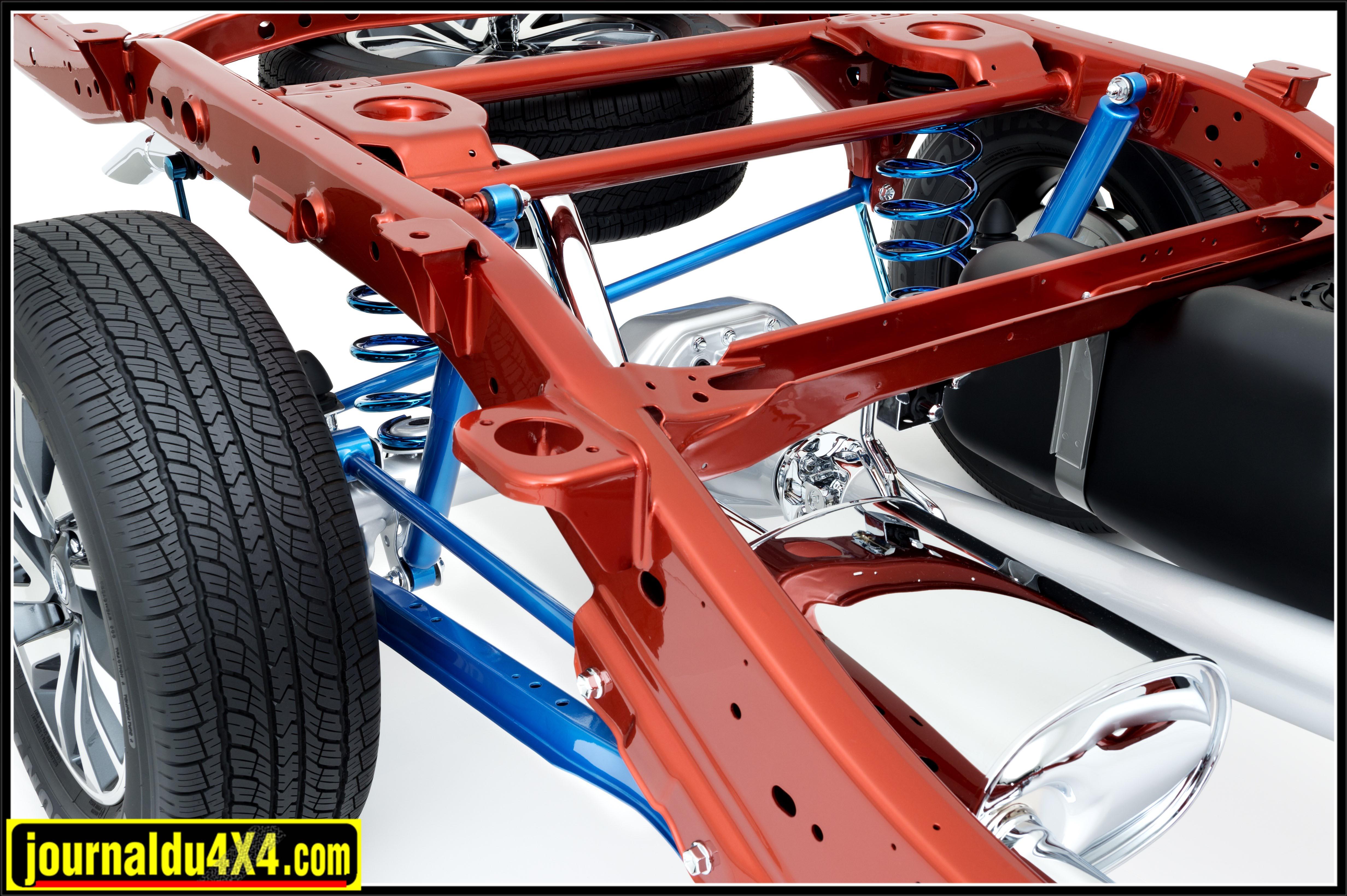 Une vue de la suspension arrière du Nissan Navara avec les tirants, la barre panhard et les ressorts hélicoîdaux