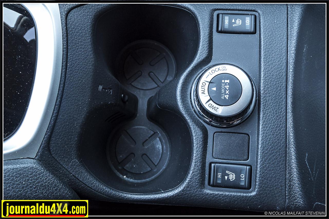 le sélecteur de positions pour les modes tout terrain, deux roues motrices, auto et enfin blocage central