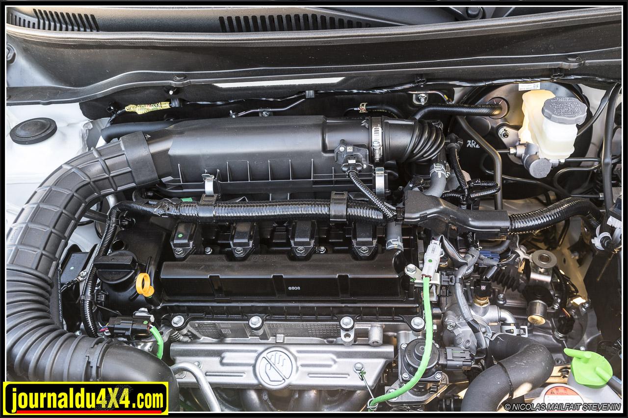 1.2 l essence avec ou sans système micro hybride, les deux font 90 ch mais le second a plus de couple