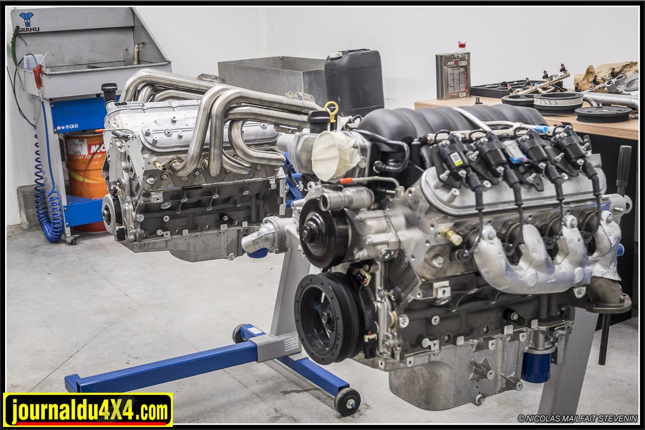 D'autres moteurs attendent dans l'atelier, on voit mieux les blocs que quand ils sont en place dans le buggy :