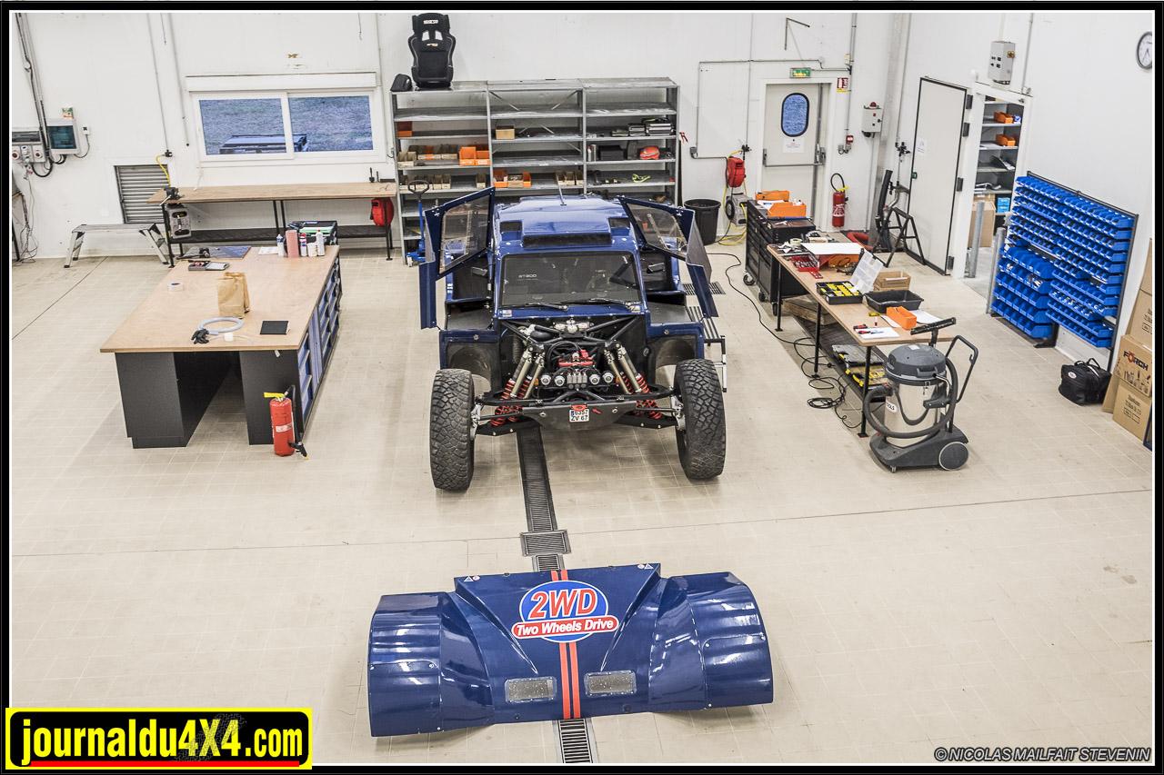 Le buggy SMG de Two Wheels Drive dans l'atelier, quelques heures avant les derniers essais avec Thierry Magnaldi au volant. Départ pour l'Africa Race en Janvier 2017
