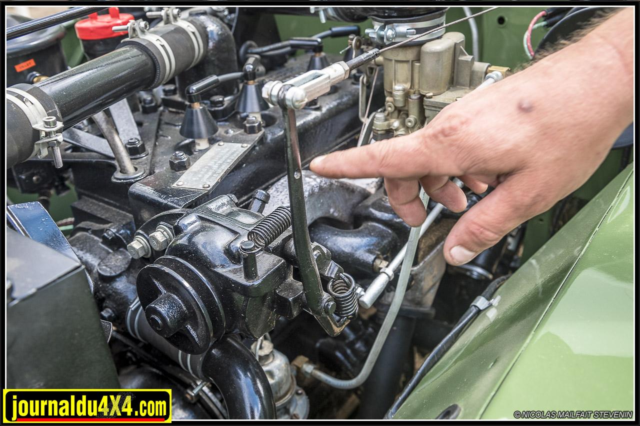 le carburateur est différent, il est muni d'une rotule actionnée par le Governor (accélérateur à main) pour un usage agricole ou utiliser la prise de force