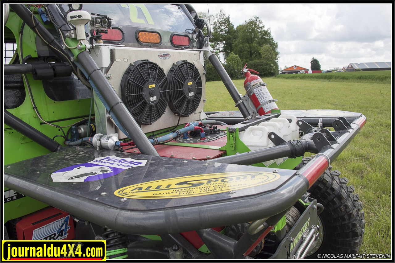 Le réservoir FuelSafe et un gros radia Allisport pour le moteur