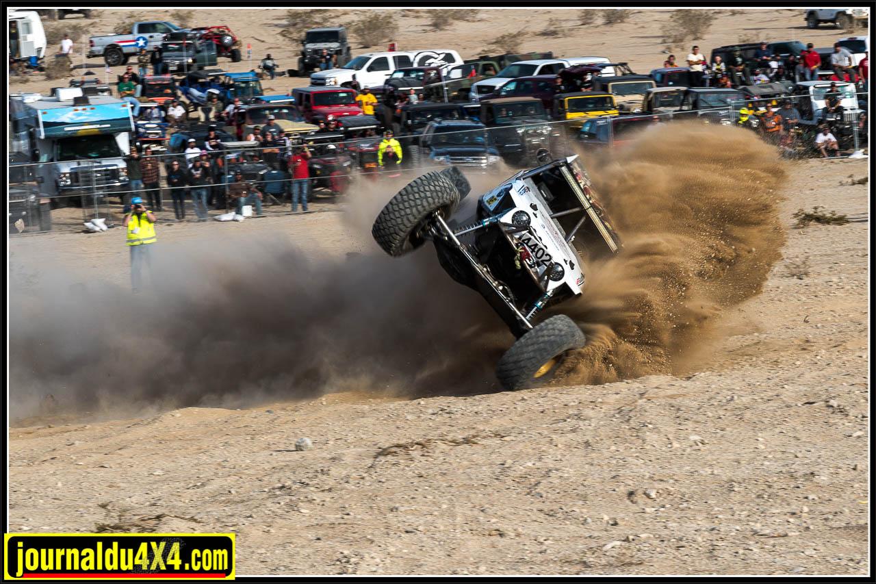 Direction cassée après avoir tapé un gros rocher, la voiture part à la faute