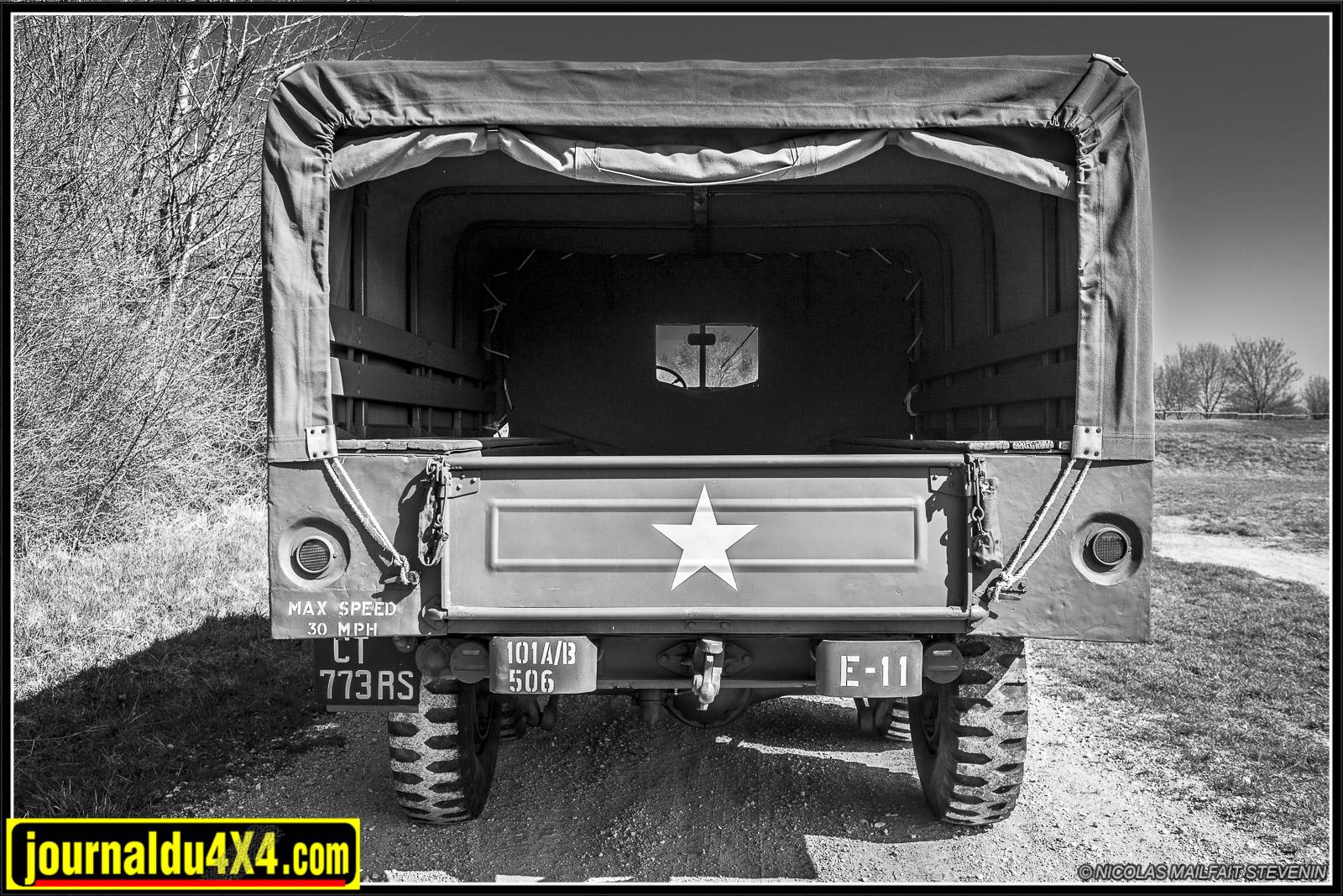 la large partie arrière permettait de transporter des hommes de troupe ou dumatériel