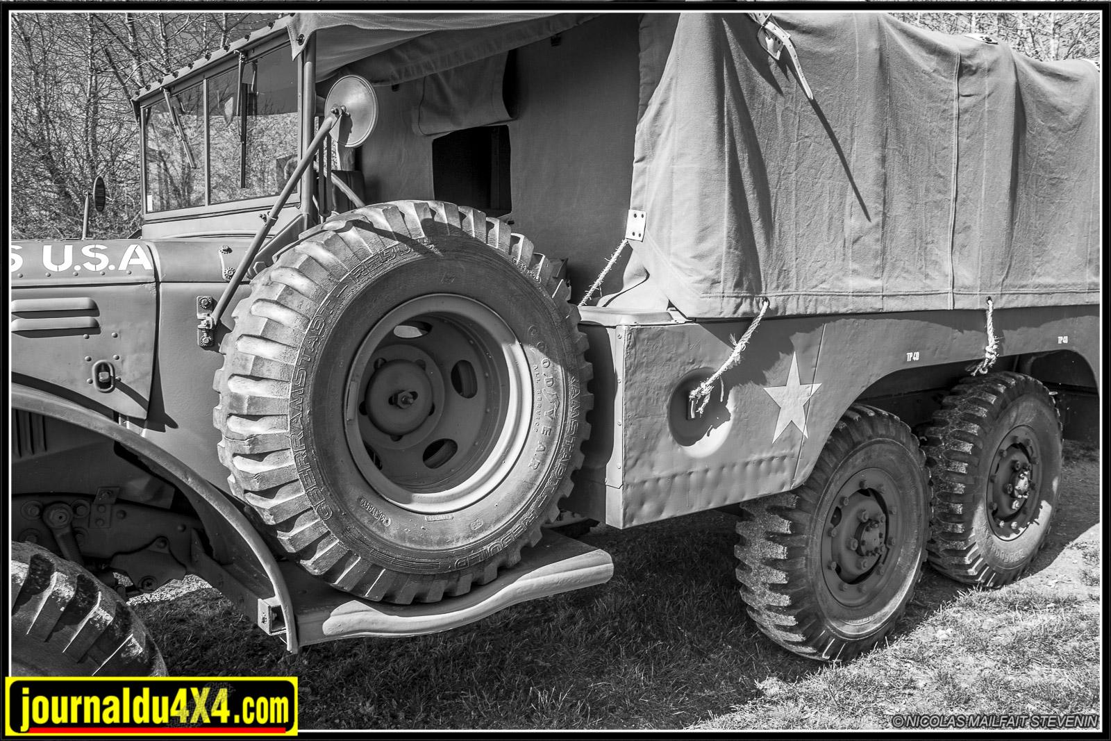 La roue de secours est située côté conducteur, pas facile de rentrer dans le Dodge de ce côté
