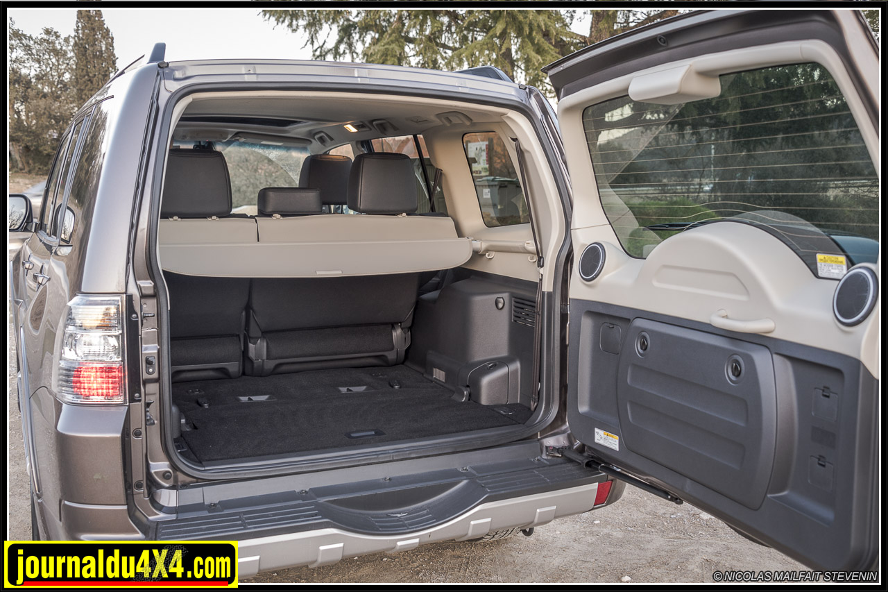 mitsubishi pajero 3 2 di d magazine 4x4 suv. Black Bedroom Furniture Sets. Home Design Ideas