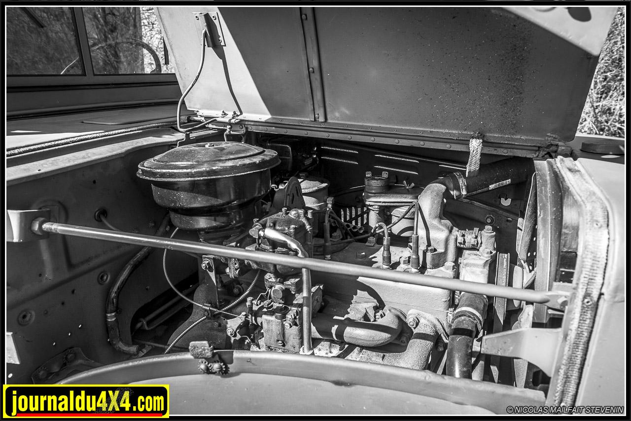 moteur T223 de 6 cylindres de 3,8 litres de cylindrée à carburateur Zenith ETW1