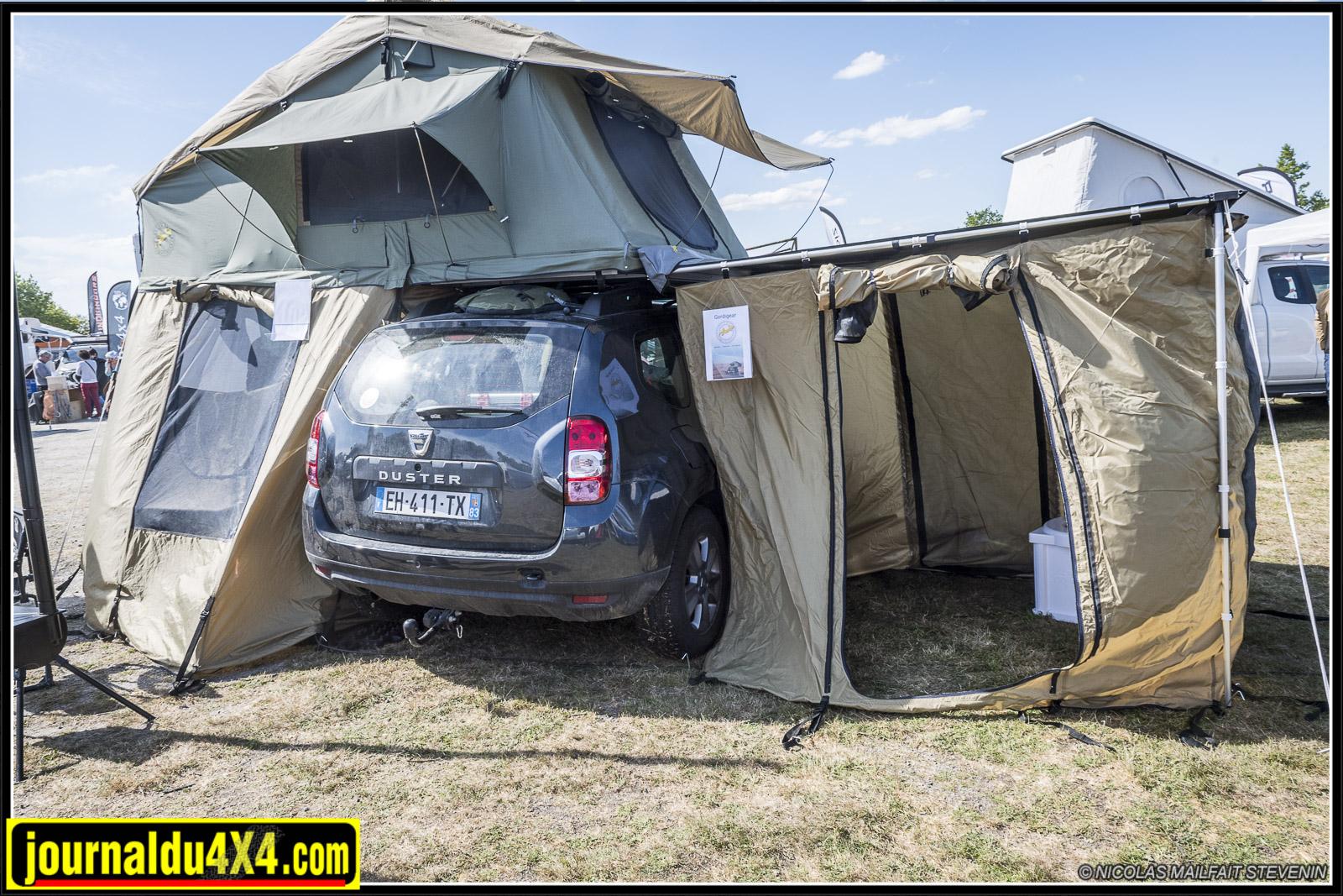 Avec sa préparation et sa tente de toit plus ses auvents, qui a dit que le Dacia Duster n'était pas fait pour se balader ?