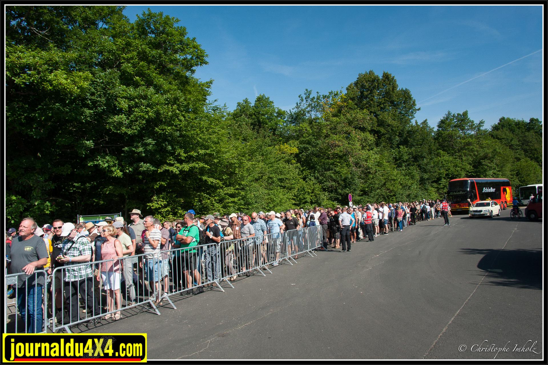 Jeudi matin, une demi-heure avant l'ouverture, la foule est déjà présente.