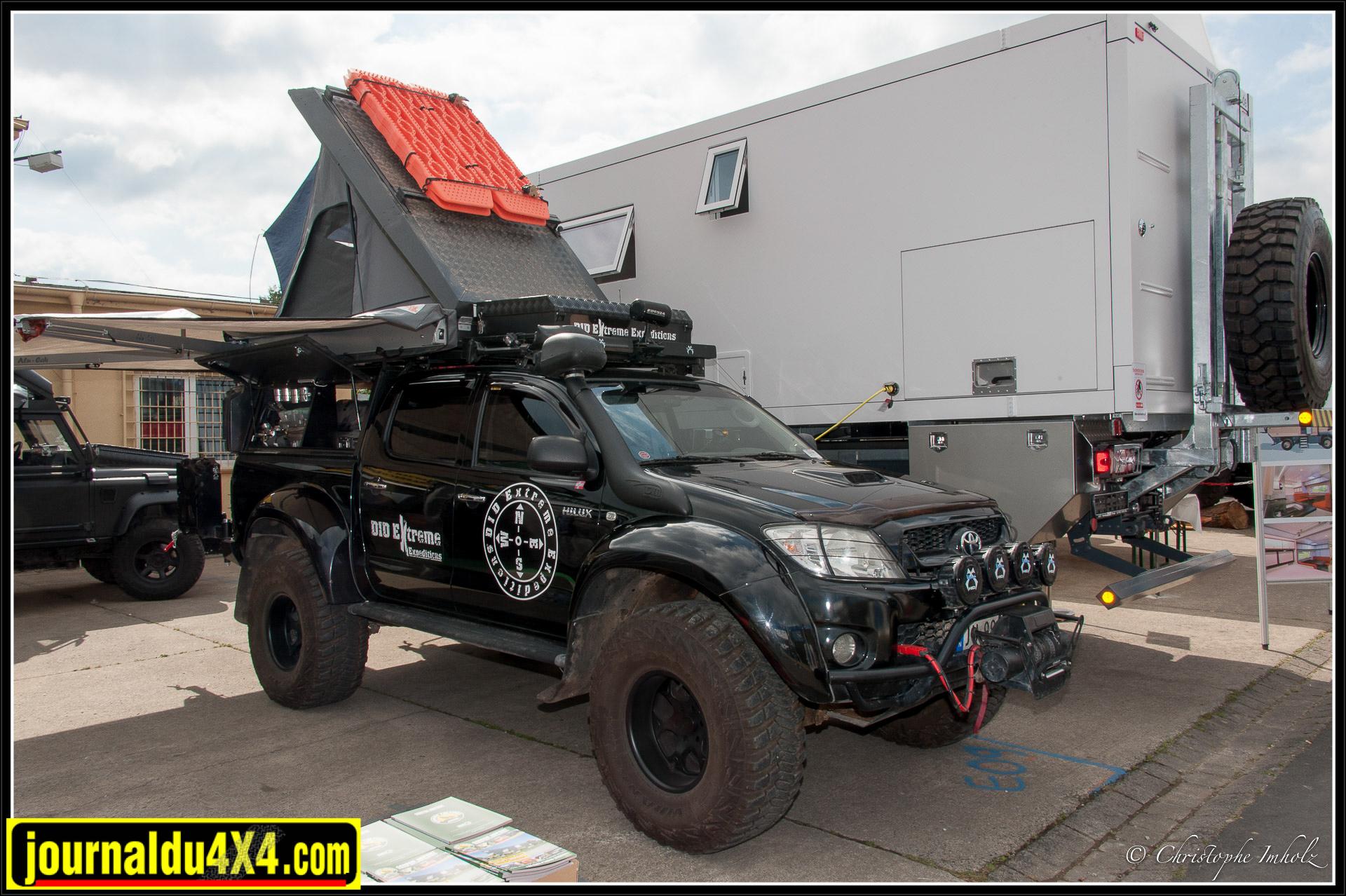 Voici un Hi-Lux Arctic Trucks équipé de produits Alu-Cab