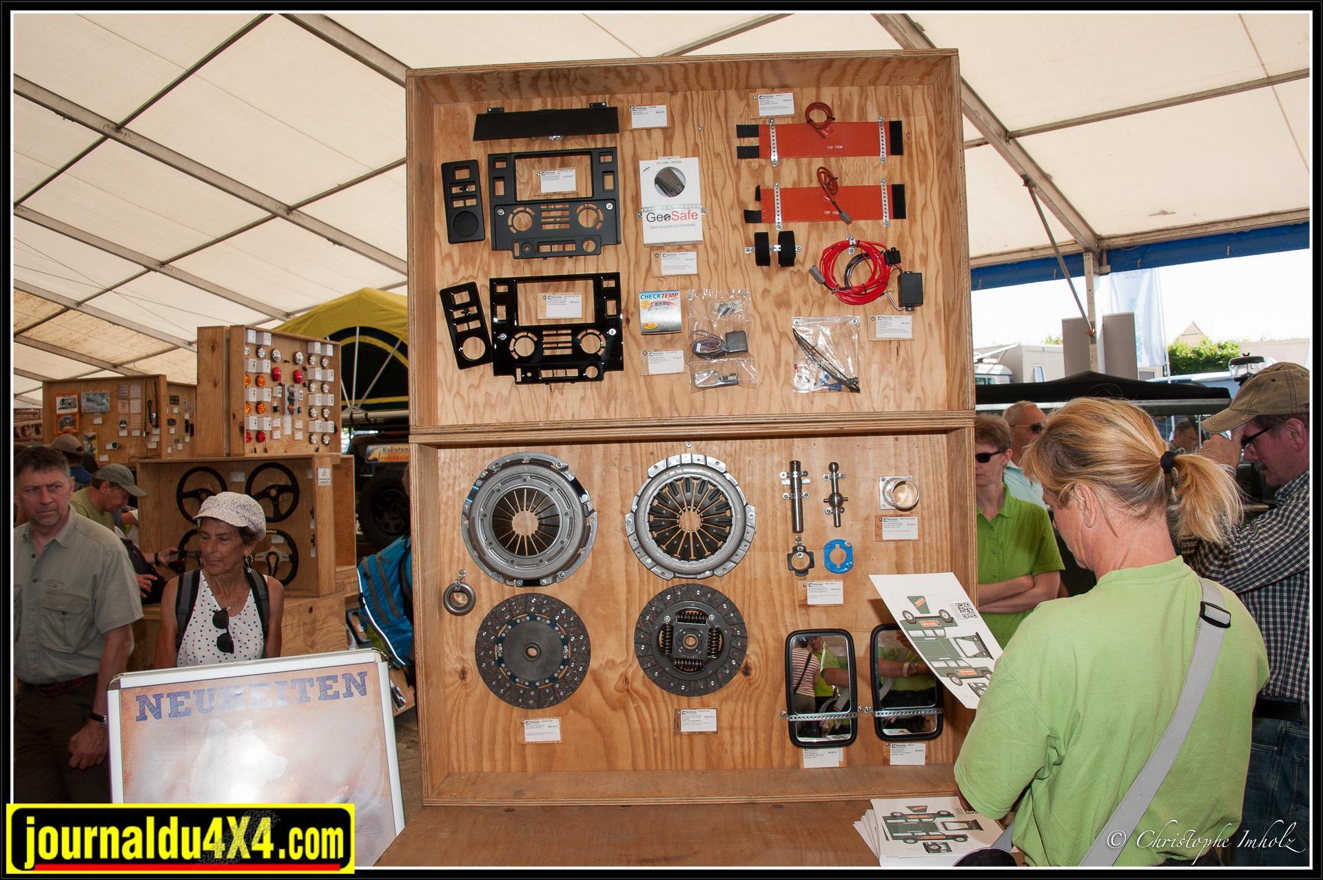 De nombreuses pièces pour Defender sur le stand Nakatanenga