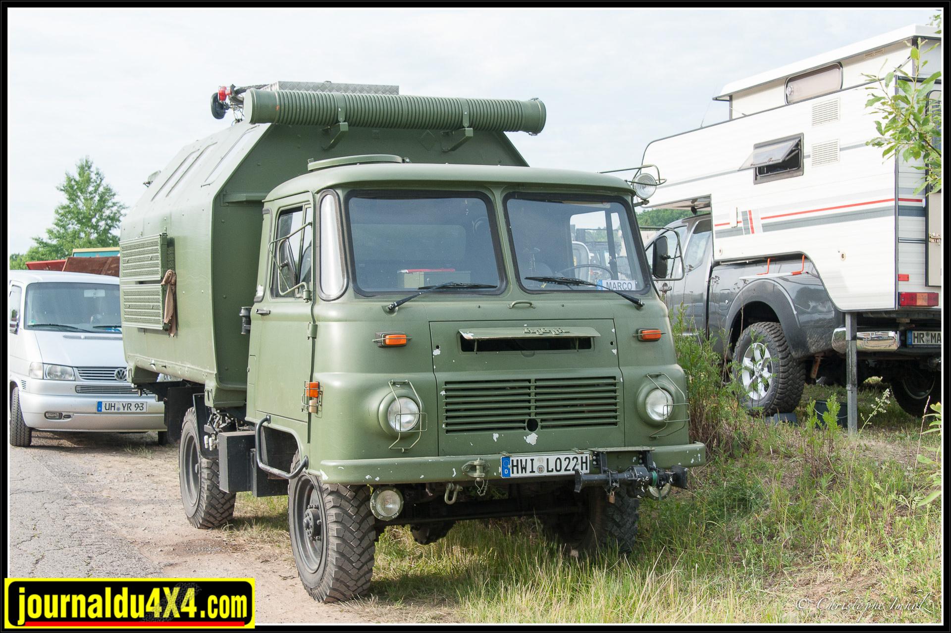 Petit camion de marque Robur, fabriqué en ex-Allemagne de l'Est