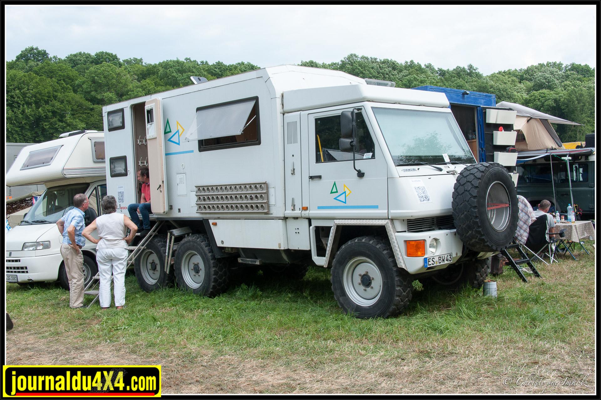 Ancien véhicule de l'armée suisse