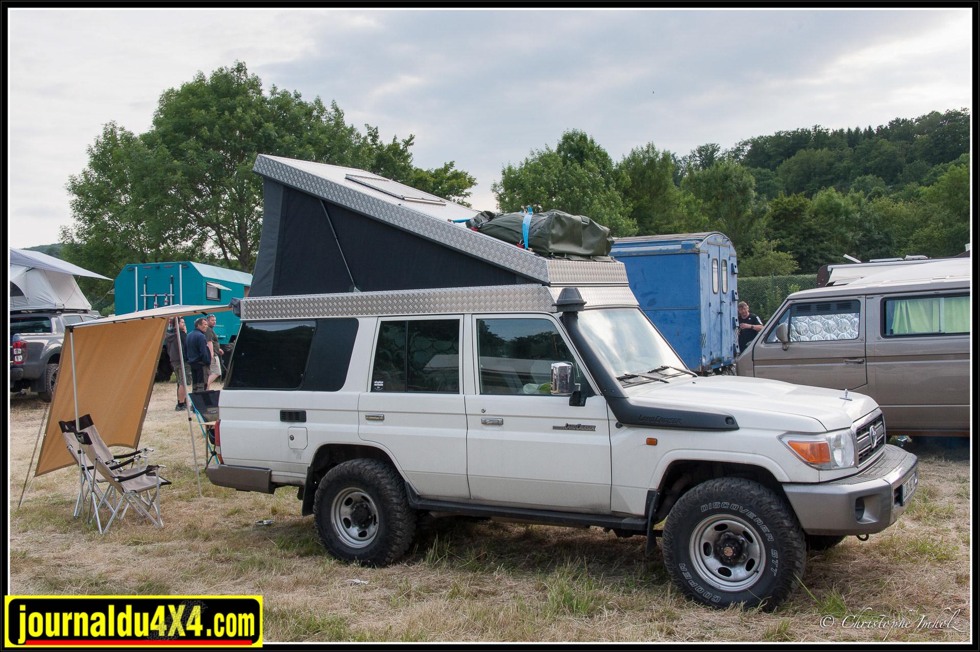 Toyota HZJ76 rallongé à toit relevable
