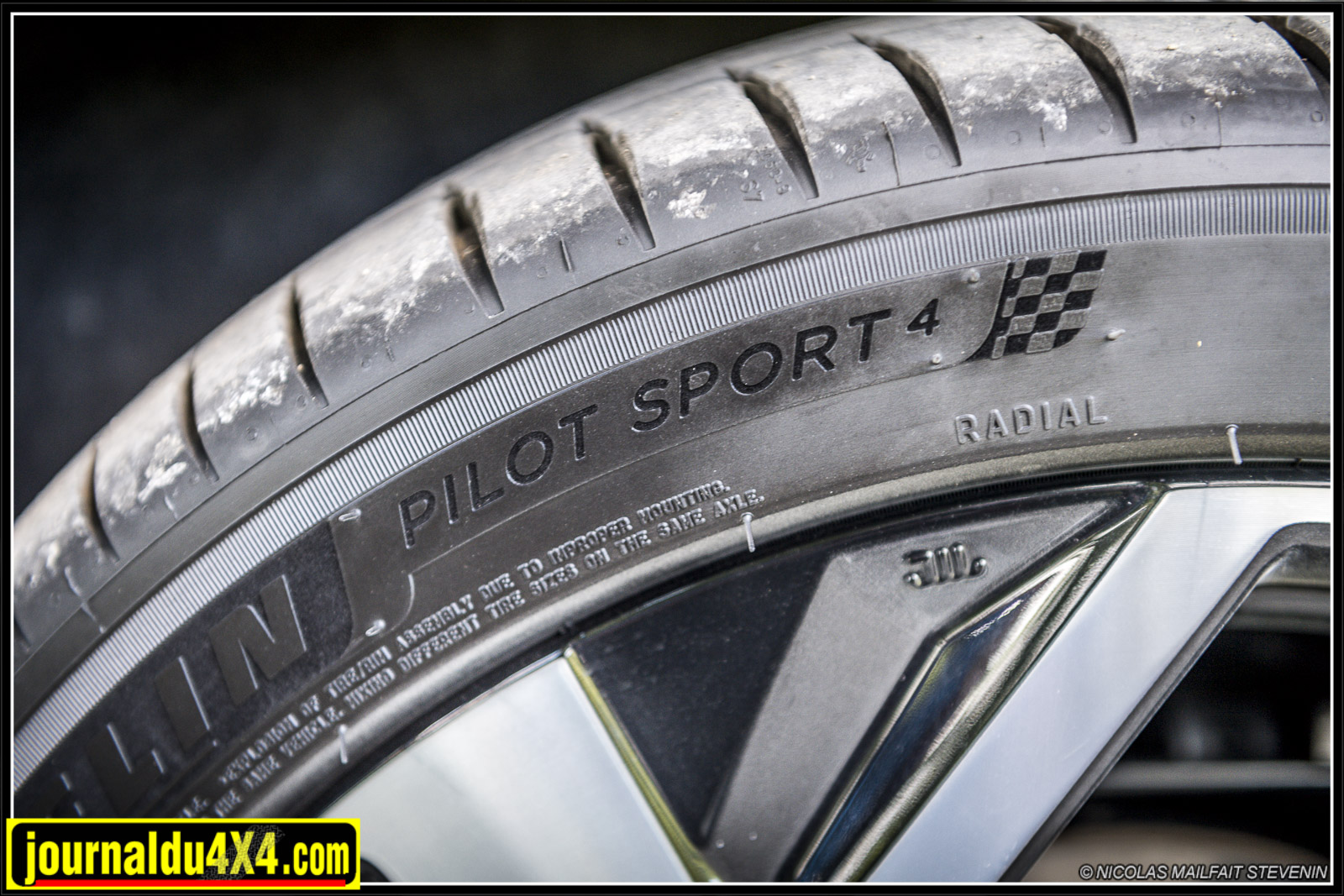 pneus michelin Pilot Sport 4 en 19 pouces taille basse 225/45 R19