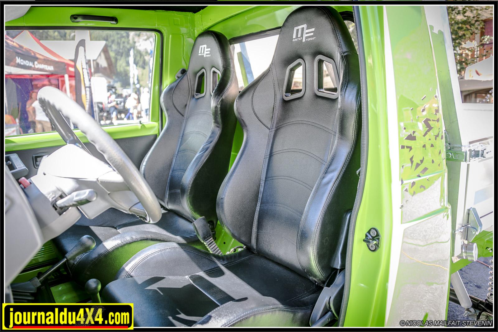 Un bel intérieur avec ces sièges baquets siglés Masterforest