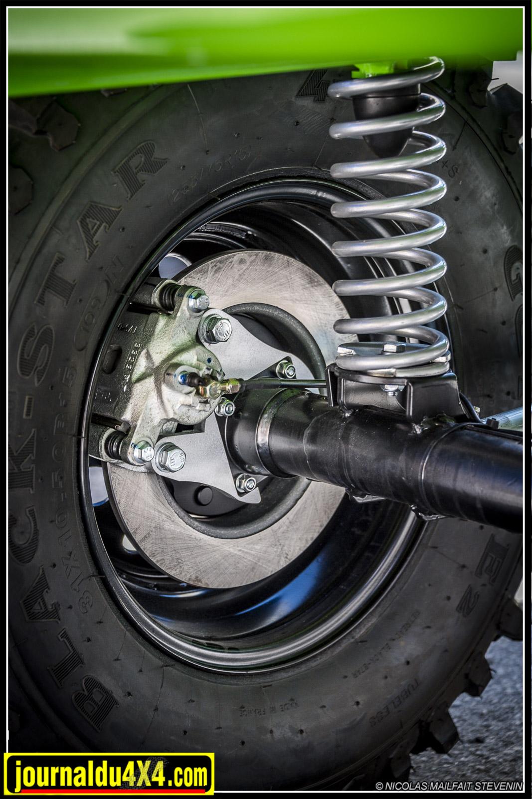 le kit freins à disque pour l'arrière, notez les ressorts +150mm