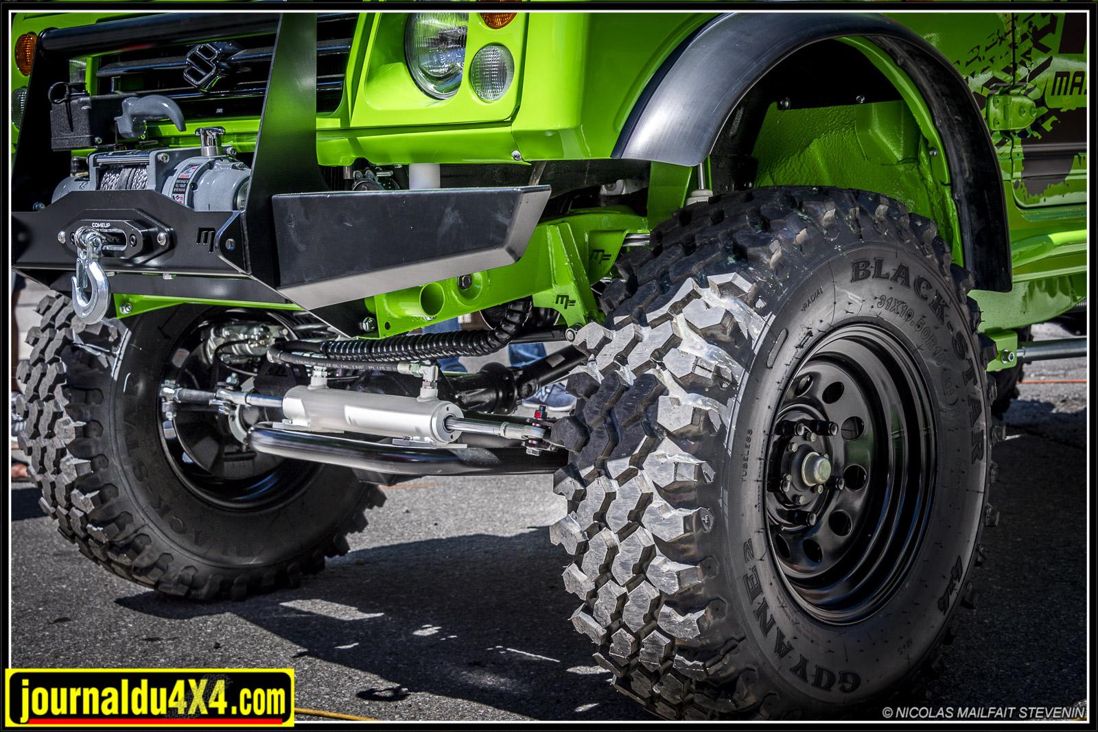 Un kit de direction hydraulique a été greffé, ainsi même avec ses gros pneus, le pick up reste confortable à manoeuvrer