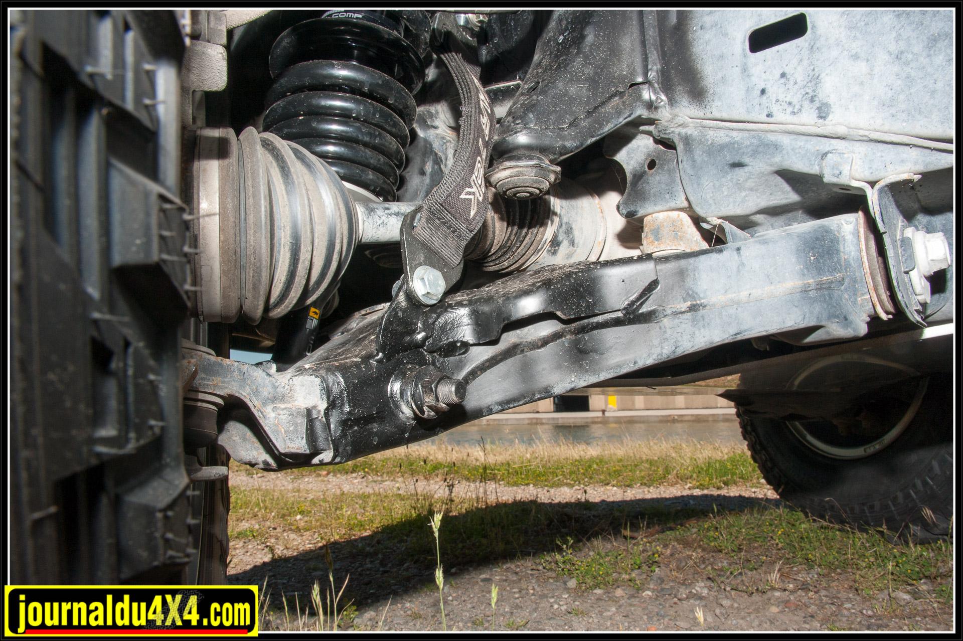 Des sangles anti débattement complètent l'amortissement du véhicule