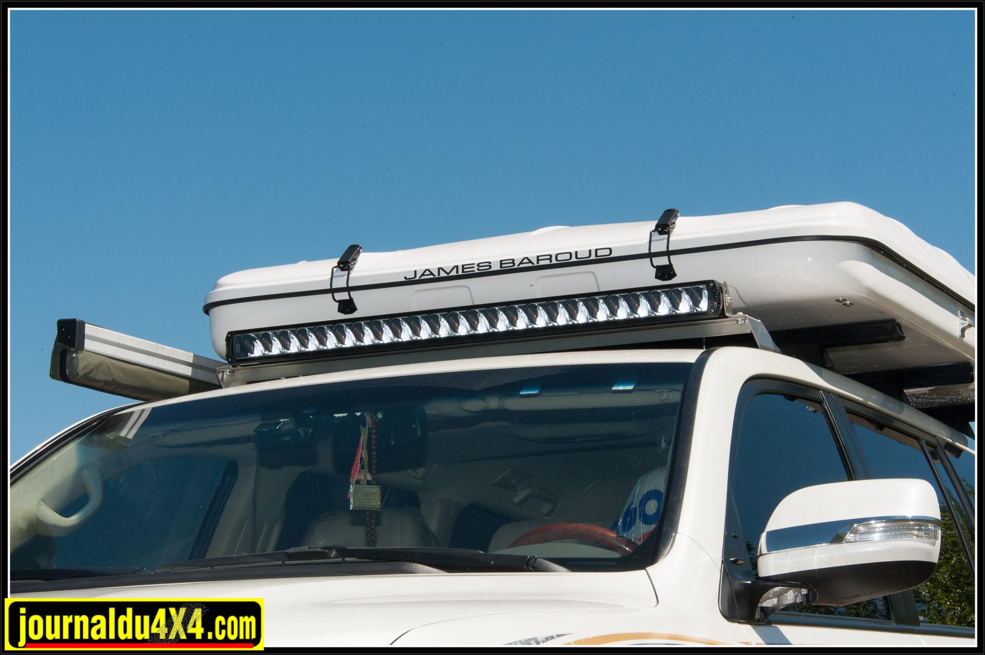 Une rampe à LED Lazer triple 24 à très longue portée a pris place sur le toit