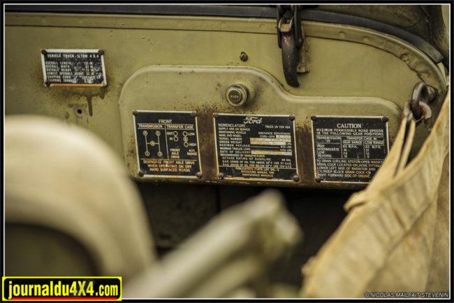 inévitablement sur les plaques Data en zinc aux rivets corrodés. On y lit bien FORD- GPW et Date of delivery 4-19-1945