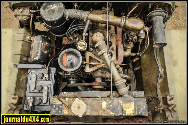 Le 4 cylindres essence 2,2L après 70 ans de service. LeGo Devil d'origine comme vous ne l'avez jamais vu! Dans son jus. On note cependant ici le montage du bloc avec des gougeons type Willys plutôt que à vis Ford. Une différence commune aux dernières productions.