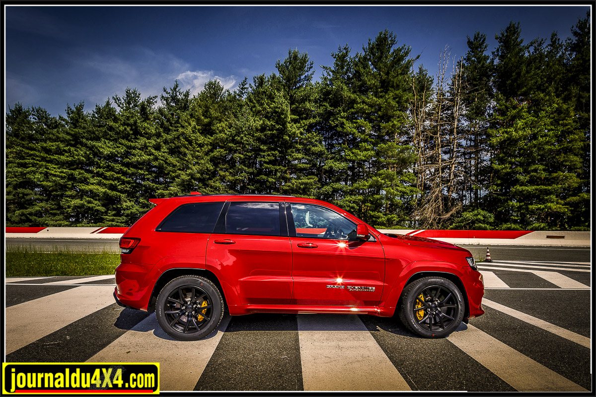 grand cherokee trackhawk v8 supercharged