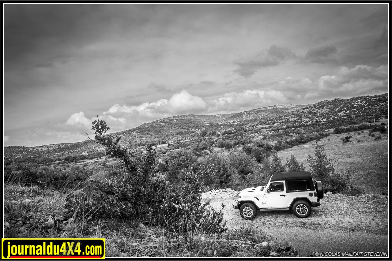 La Jeep JL est idéale pour aller découvrir les magnifiques paysages des Cévennes