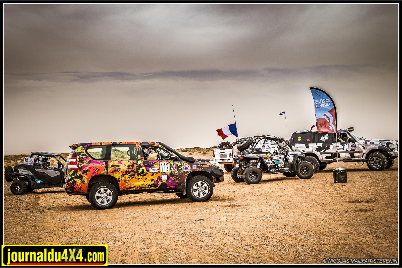 Sur le Gazelles and Men, chaque CP est matérialisé par un drapeau. Un membre de l'organisation pointe le passage de chaque véhicule.