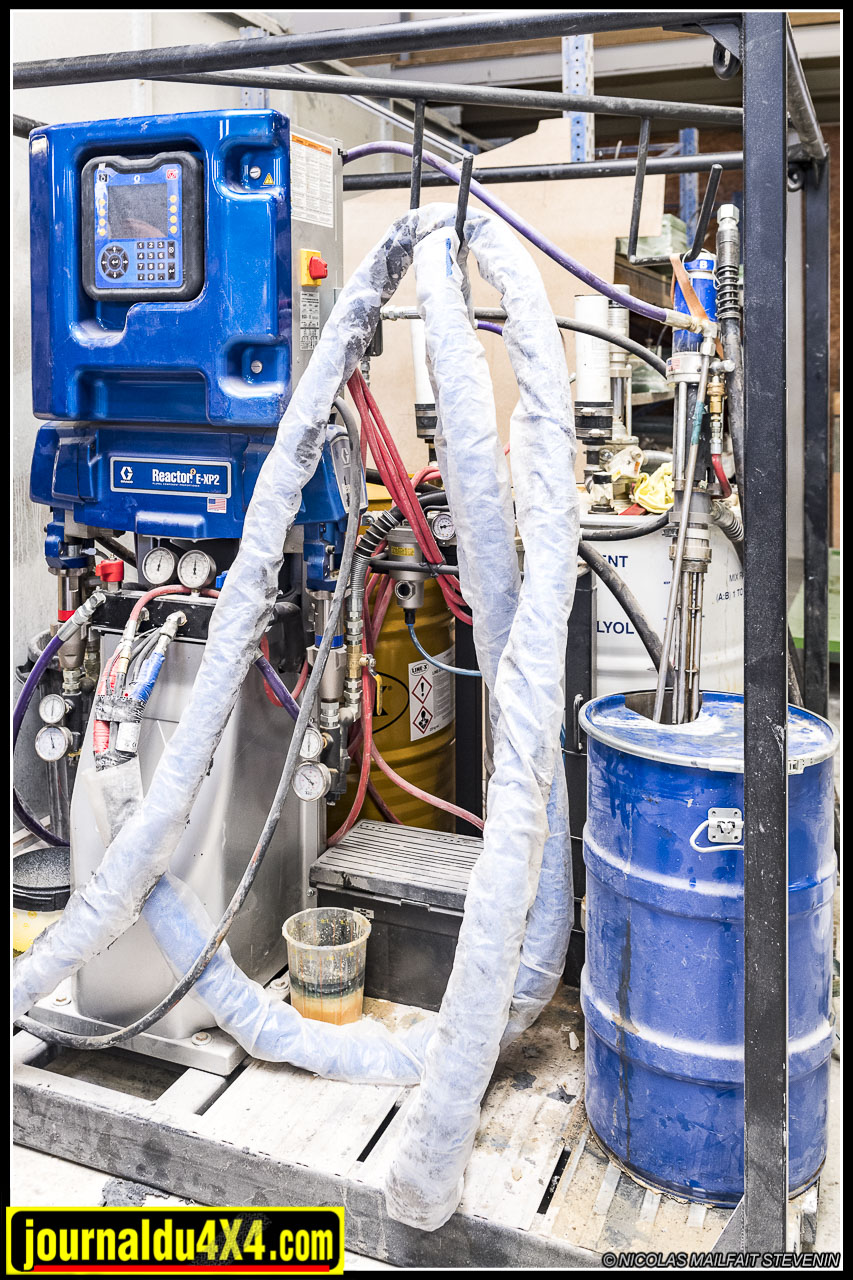 Cette machine permet de mélanger les composants du Line X, de les chauffer et de les pulvériser